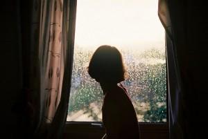 每日一句经典:所谓成熟,明明就该哭就该闹,却不言不语的微笑。