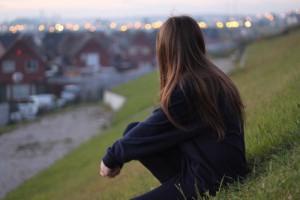 每日一句经典:人都会变老,人也都会变俗,你要想一直活在十八岁,只能是十九岁前一天死了
