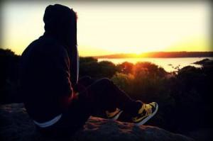 每日一句经典: 寂寞的人总是记住生命中出现的每一个人,正如我总是意犹未尽地想起你。
