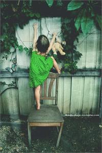 每日一句经典:年轻的时候必须浓墨重彩,这样年老时才会甘愿素衣简行。