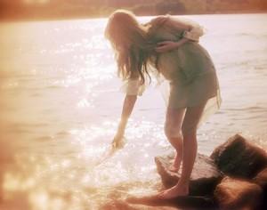 每日一句经典爱上你,不是因为你给了我需要的东西,而是因为你给了我从未有过的感觉。