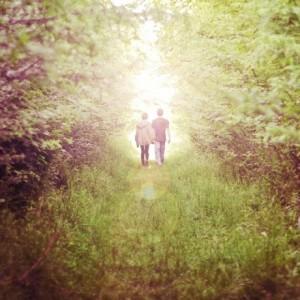 每日一句经典:假如你爱上了两个人,选择第二个。因为如果你真爱第一个,就不会去爱其他人。