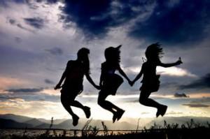 每日一句经典:有时候想想,最大的悲哀莫过于长大。从此,笑不再纯粹,哭不再彻底。