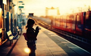 每日一句经典:世界上最孤独的就是当你照镜子时,会为镜子里的人感到羞愧