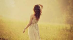 每日一句经典:我爱,于是,我贪得无厌,于是,我容不得任何的疏忽和瑕疵。我总是爱得自私而贪婪。 ——田维 《花田半亩》