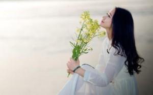 每日一句经典:后来我终于知道 , 它并不是我的花 ,我只是恰好途径了它的盛放。