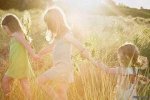每日一句经典:人生需要四种人:名师指路,贵人相助,亲人支持,小人刺激