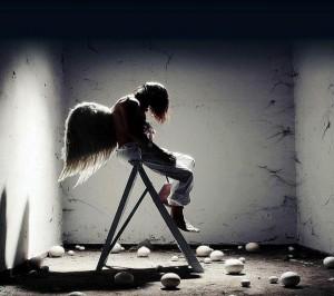 每日一句经典:我忽然觉得悲伤深处其实空无一物。——七堇年