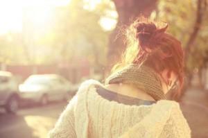 每日一句经典:如果对一个人爱得太深,别人多看一眼都会觉得是要被抢走。