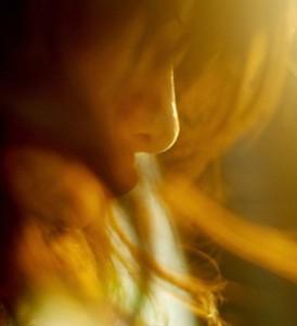 每日一句经典:不管来或不来,人之等待只是为了让自己安静有力。 ——安妮宝贝 《眠空》