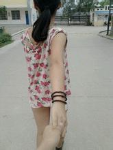 每日一句经典:两个人的爱情里,有多少的一退再退,就有多少的变本加厉。