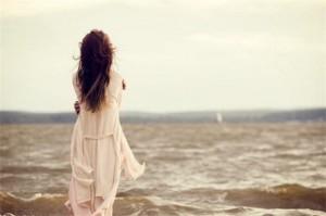 每日一句经典:我做的最好也是最失败的事情便是爱你 ——张小娴 《面包树上的女人》