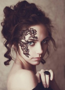 每日一句经典:所有的爱情都是悲哀的,可尽管悲哀,依然是我们知道的最美好的事物。 ——廖一梅 《琥珀