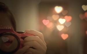 每日一句经典:年轻的时候以为拥有爱情便会无所不能,长大了才知道顺序弄反了,一般是无所不能后才可能拥有爱情!