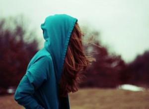 每日一句经典:你知道满天星的花语是什么吗?是甘愿当配角。这些年我怀揣着对你的爱,就像窃贼匿藏着偷窃来的赃物,永远都见不得天日。谁都不知道我一直爱着你。 ——辛夷坞 《致我们终将逝去的青春》