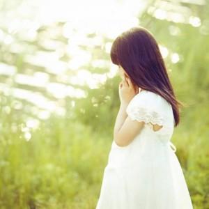 每日一句经典:生命中总有那么一段时光,充满不安,可是除了勇敢面对,我们别无选择。